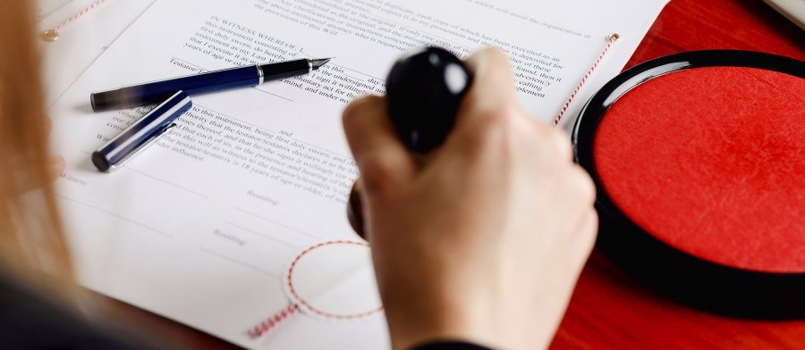 What Does A Notary Public Do and How to Become One